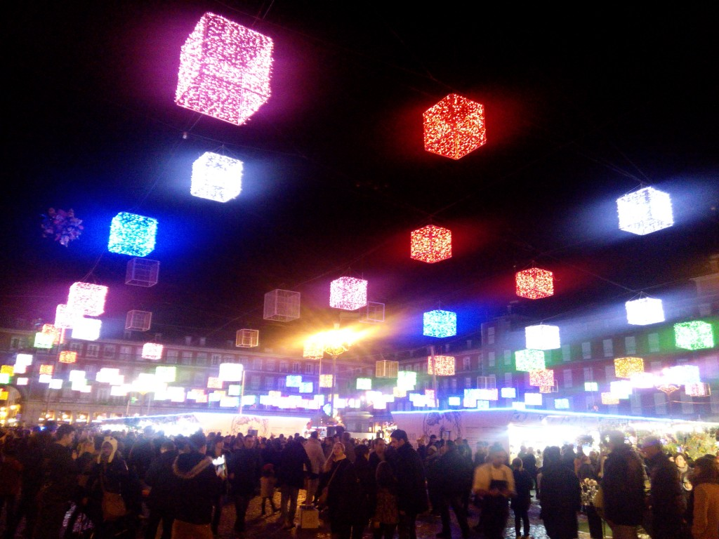 These multi-colored lighting shaped in boxes greet you as you enter Plaza Mayor. Madrid en Navidad!