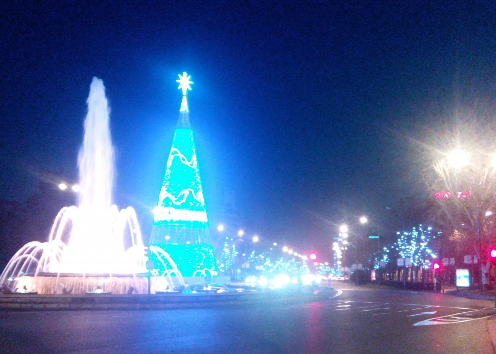 Imposing Christmas tree complements the Paseo de la Castellana fountain near Nuevos Ministerios. What a site to behold!