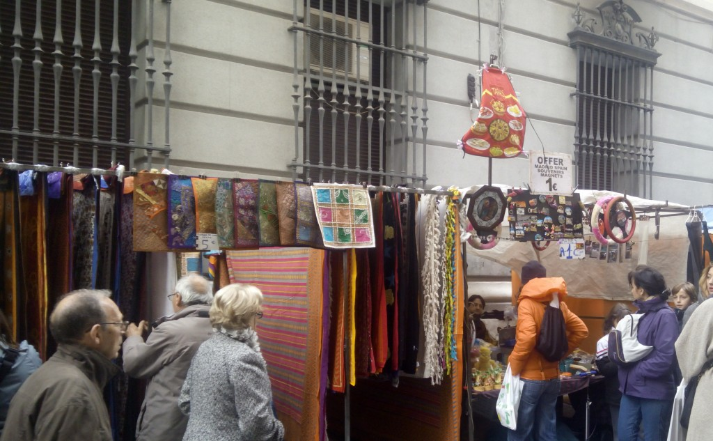 Gen Vara de Rey is where you should go in case you have a need for colorful tapestries