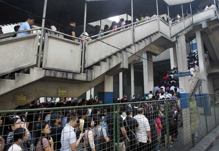 Long, heavy passenger lines to Manila's Metro Rail Transit System. A daily occurence. Photo source: wheninmanila.com and Mark Balmores of Manila Bulletin