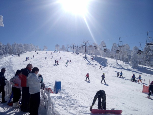 Try this exciting Navaserrada ski slope while basking at the warm rays of the sun