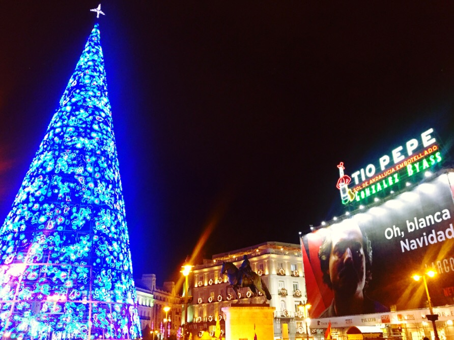 The Famous Square S Xmas Tree This Year Glimmers With Its Blue Lights  Instead Of Yellow